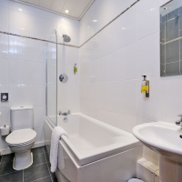 Broomhill Self Catering Apartment - Bathroom
