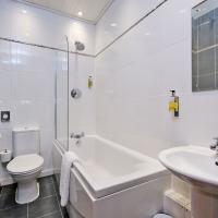 Broomhill Self Catering Apartment - Bathroom