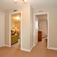 Claremont Gardens 57 - Hallway