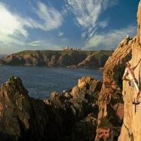 cliff-scrambling-slains-castle-aberdeenshire